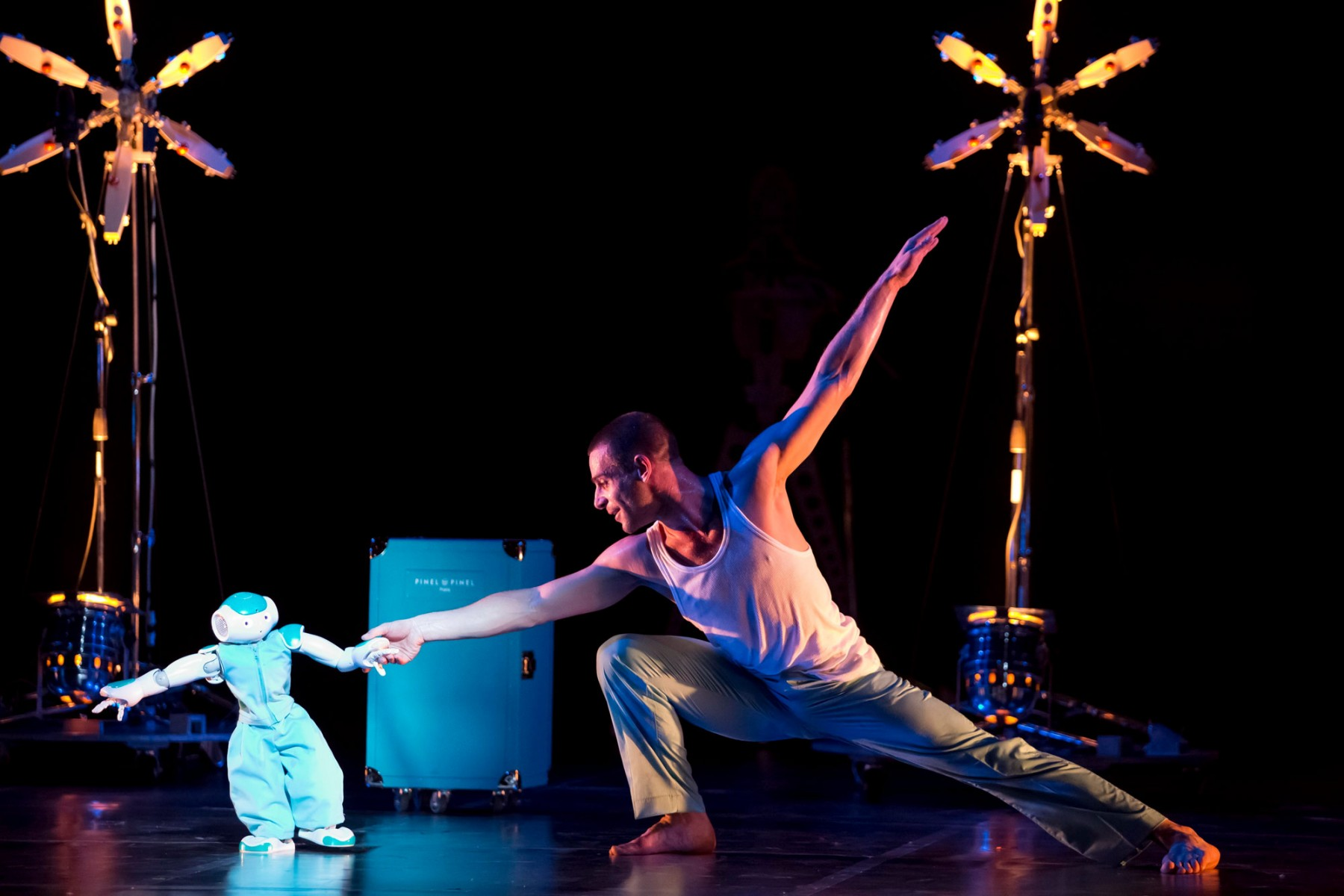 Chorégraphie par Blanca Li - Robot ; ©Laurent Philippe